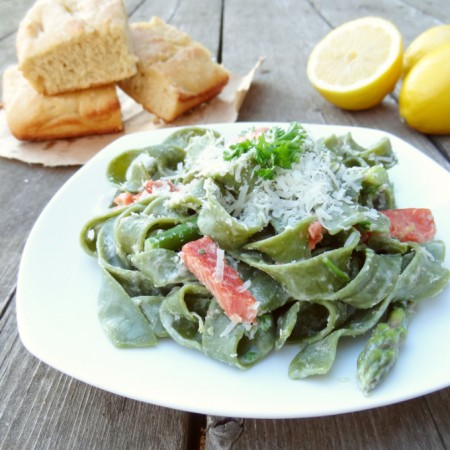 Spinach Fettuccine with Salmon and Asparagus
