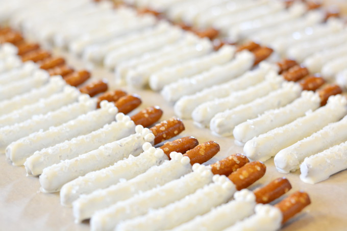 Bride Amp Groom Pretzel Rods Garnish Amp Glaze
