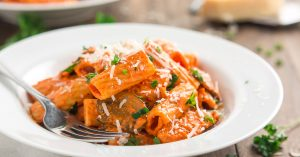 Serve a restaurant quality meal at home and robe your pasta, chicken, and mushrooms in a flavorful creamy roasted red pepper sauce. This Copycat Roasted Red Pepper Pasta Brio will soon be a family favorite!