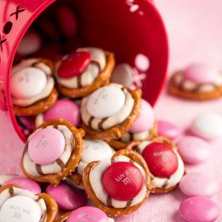 Valentine Pretzel Hugs