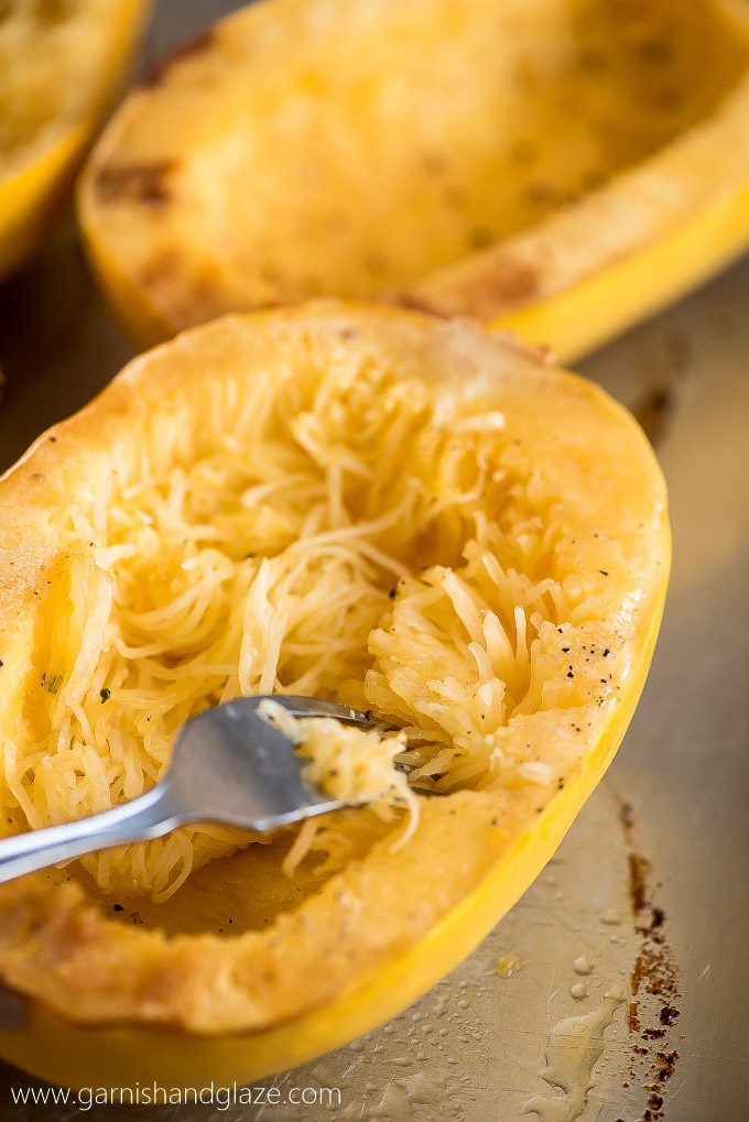 Make a smart swap and cook up some Baked Chicken Parmesan Spaghetti Squash for healthier dinner with the same great taste and crispy texture.